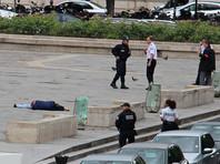 Мужчина, напавший на полицейских в Париже, находится в больнице под стражей