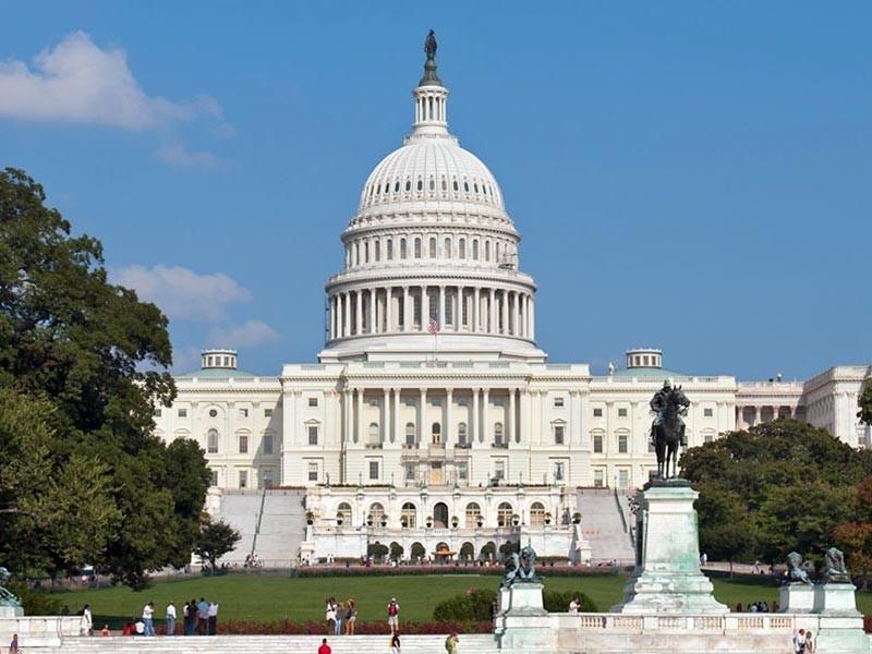 На рассмотрение депутатов американского конгресса внесен законопроект о расширении антироссийских санкций. Новый документ предусматривает запрет американским компаниям и физическим лицам на любые сделки с российскими банками и организациями сроком более 14 дней