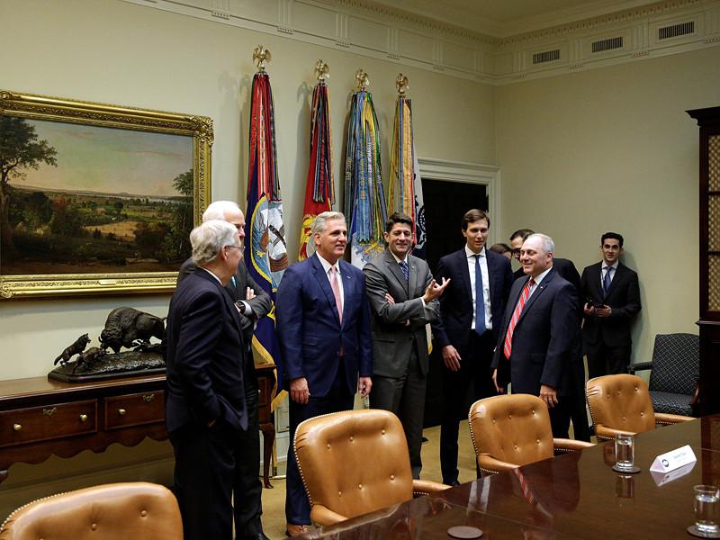 Группа сенаторов США провела переговоры, на которых обсуждалось ужесточение антироссийских санкций и включение предложения об этом в голосование по санкциям против Ирана за испытание баллистических ракет