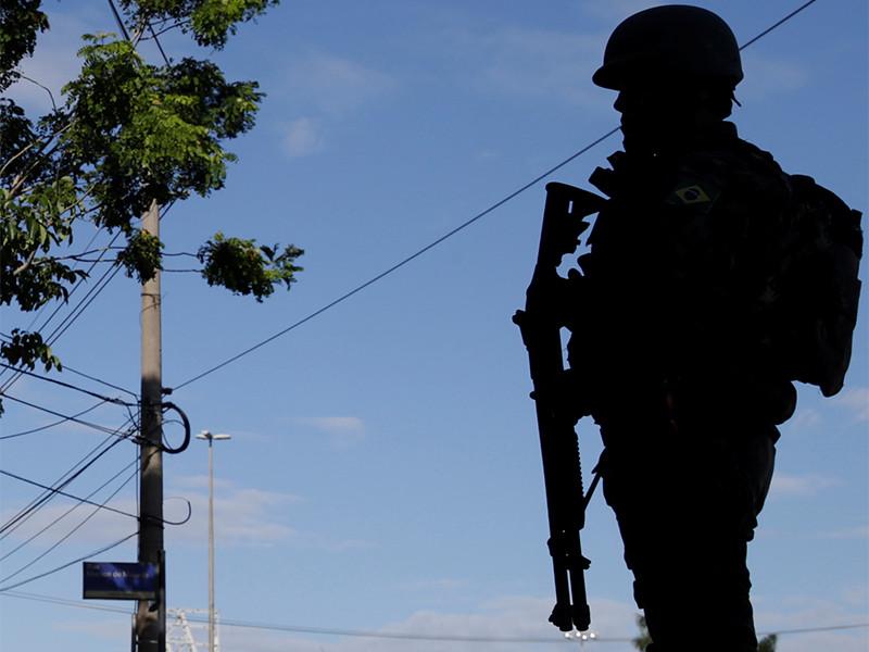 Армия оцепила резиденцию президента Бразилии после попытки вторжения