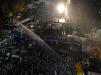 Начальник полиции Южной Кореи извинился за гибель фермера от удара водометов во время разгона протеста