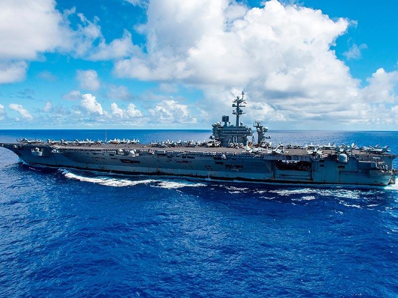 Американский авианосец Nimitz сделал предупредительные выстрелы неподалеку от патрульных катеров Корпуса стражей исламской революции в Персидском заливе