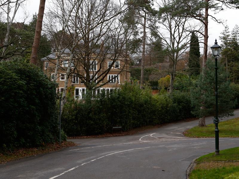 В ноябре 2012-го 44-летнего предпринимателя нашли мертвым возле его роскошного особняка в городке Уэйбридж в графстве Суррей