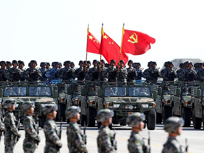 В Китае в воскресенье утром прошел масштабный военный парад: на нем впервые показали новейшую межконтинентальную баллистическую ракету и истребитель пятого поколения