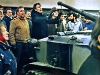 Верховный совет Литвы 11 марта 1990 года объявил о восстановлении независимости республики. В январе следующего года в Литве начались акции протеста, и в республику перебросили бойцов советских спецподразделений. В ночь на 13 января колонна советской бронетехники вошла в центр Вильнюса. У телецентра начались столкновения, в результате которых погибли 14 человек