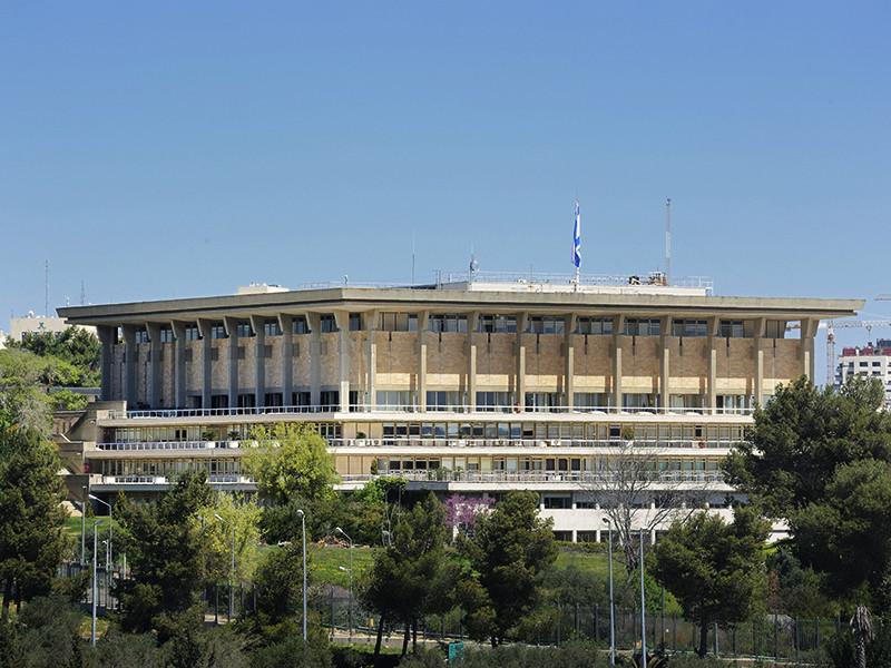 Начальник службы безопасности израильского кнессета (парламента) уведомил депутатов, что в ближайшее время почтовое отделение парламента перестанет принимать частные посылки, заказанные через интернет на таких сайтах, как AliExpress и eBay