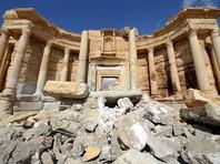 """На античных колоннах Пальмиры вырезали надписи """"Нина"""" и """"Грозный"""""""
