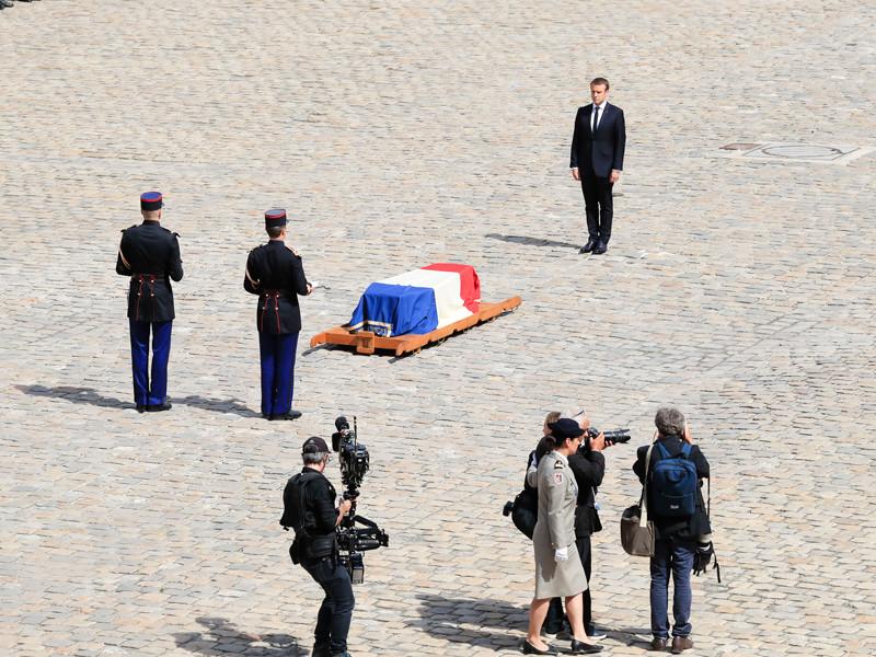 Выжившая в Освенциме бывшая узница концлагерей Симона Вейль, которая умерла 30 июня в возрасте 89 лет, будет похоронена в Пантеоне - об этом заявил президент Франции Эмманюэль Макрон на церемонии прощания с выдающейся соотечественницей