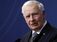 Генерал-губернатор Канады перед уходом в отставку вошел в историю, подержав королеву за локоть (ВИДЕО)