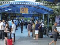 В аэропортах двух городов пассажиры с детьми уже не первый день томятся в ожидании рейсов