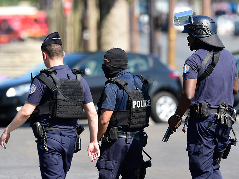 Французскому безработному, написавшему в Сети о планах убить Макрона, предъявили обвинение в терроризме