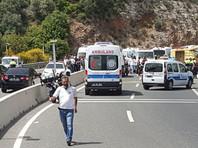 В Турции врезался в столб автобус с детским ансамблем из Грузии
