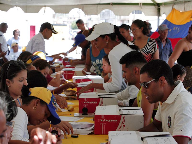Более 98% венесуэльцев, проголосовавших на организованном оппозицией народном референдуме, высказались против созыва Конституционной ассамблеи