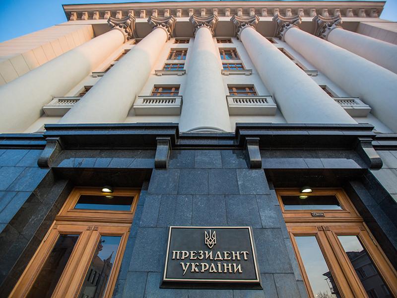 """Защита бывшего президента Украины Виктора Януковича, укрывающегося в России, заявила об исчезновении из Администрации украинского президента (АПУ) оригинала соглашения с оппозицией 2014 года, не исключив его """"умышленного уничтожения"""""""
