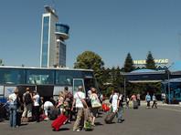 """Сотни российских туристов застряли в Болгарии. Детей-борцов """"еле сдерживали, чтобы они не разнесли аэропорт"""""""