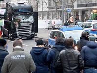 19 декабря вечером террорист на украденном грузовике врезался в посетителей рождественской ярмарки Breitscheidplatz возле мемориальной церкви кайзера Вильгельма в Берлине