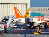 Дебошира передали полиции, прибывшей в лондонской аэропорт Лутон. Мужчину арестовали по подозрению в создании опасной ситуации, угрожавшей воздушному судну и пассажирам