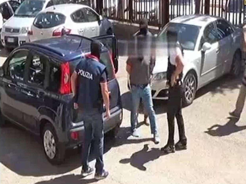 Итальянская прокуратура в субботу сообщила о задержании и аресте выходца из Чечни, который подозревается в подготовке терактов и причастности к террористическому нападению в Грозном в декабре 2014 года