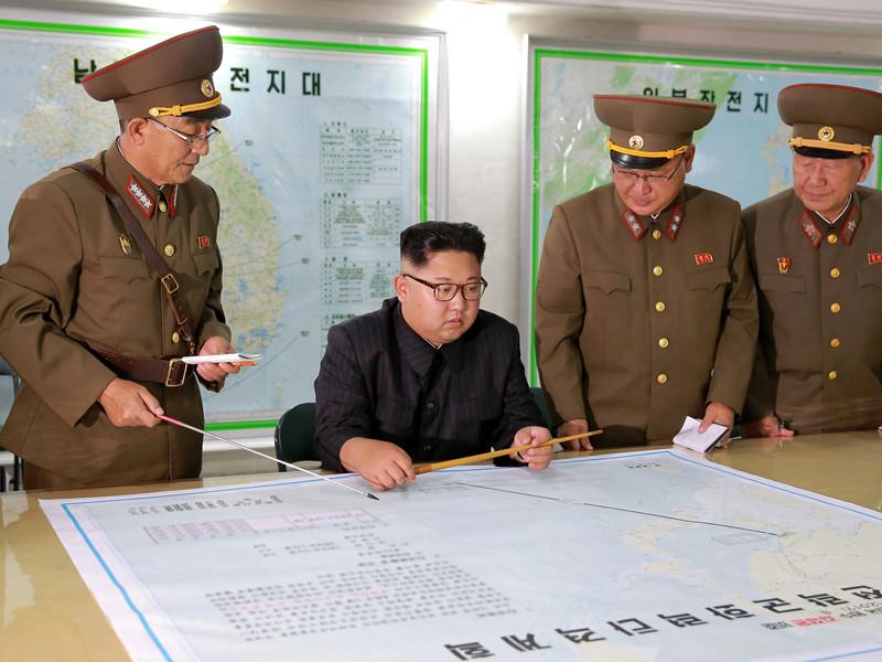 Лидер Северной Кореи Ким Чен Ын, проводя накануне смотр командования стратегических сил Корейской народной армии, выслушал план военных по нанесению охватывающего удара по острову Гуам в Тихом океане, который является частью территории США