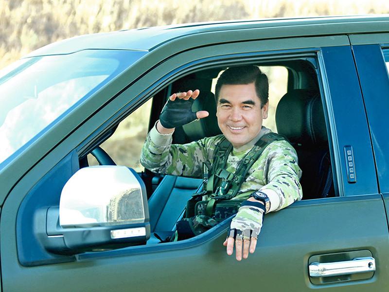 Президент Туркменистана Гурбангулы Бердымухамедов привлек внимание журналистов, блеснув накануне своей брутальностью. Глава государства появился на учениях под Ашхабадом в камуфляже и продемонстрировал свои умения в стрельбе и метании ножа