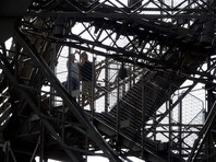 Мужчина пытался прорваться через полицейский контроль у подножия башни