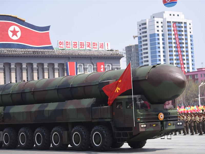 Северная Корея изучает план ракетного удара по базам США на острове Гуам