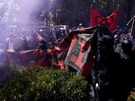 """В Калифорнии анархисты в черных одеждах разгромили демонстрацию правых из """"Молитвы патриотов"""""""