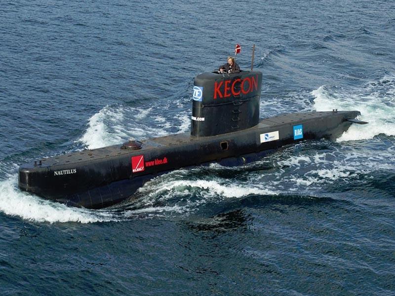 """В Дании военные моряки спасли изобретателя Петера Мэдсена с его 17-метровой подводной лодки """"Наутилус"""" (UC3 Nautilus), затонувшей в бухте Кеге к югу от Копенгагена, сообщает Reuters со ссылкой на источник в датских вооруженных силах"""