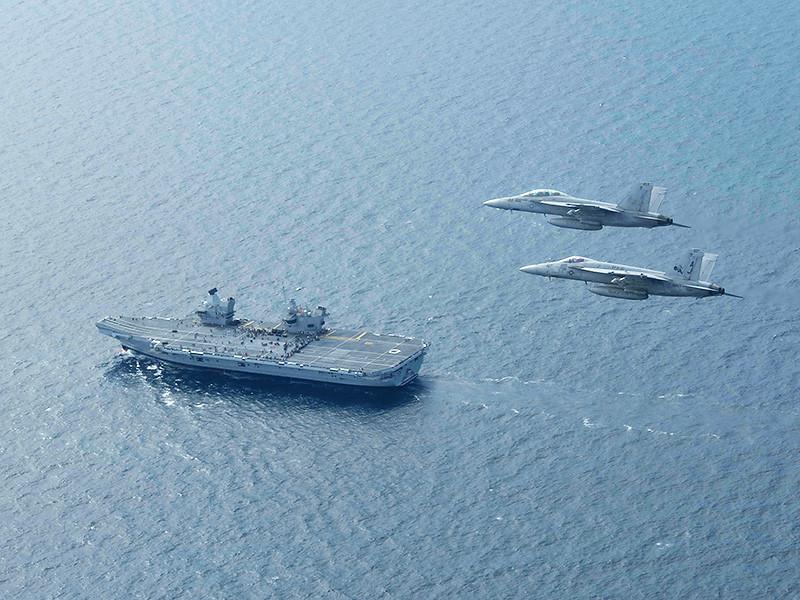 В Великобритании обещают усилить охрану авианосца Queen Elizabeth после посадки дрона на его палубу