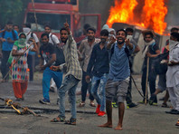В Индии после приговора гуру-насильнику начались массовые беспорядки: 30 человек погибли (ВИДЕО)