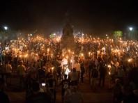 В американском Шарлотсвилле введено чрезвычайное положение после столкновений расистов с их противниками и Нацгвардией