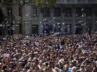 В Барселоне 100 тысяч человек почтили минутой молчания память жертв терактов в Каталонии