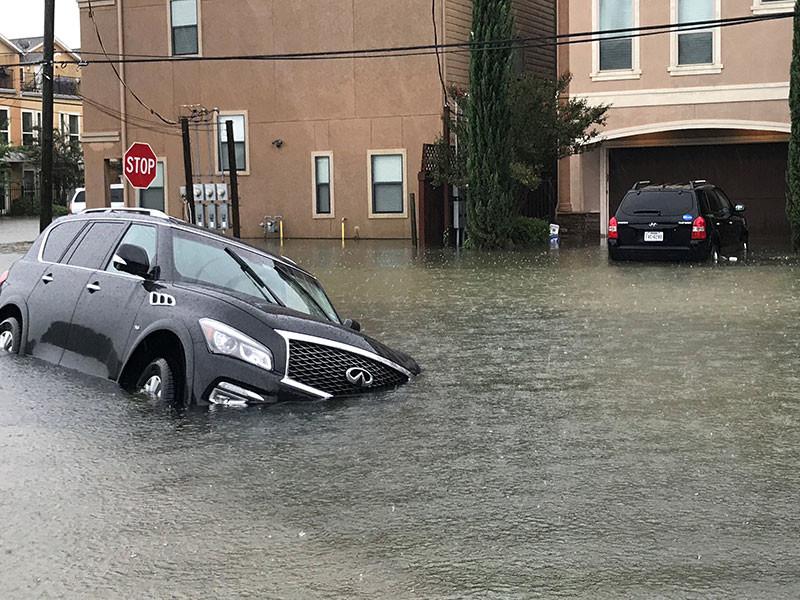 """Хьюстон ушел под воду после урагана """"Харви"""""""