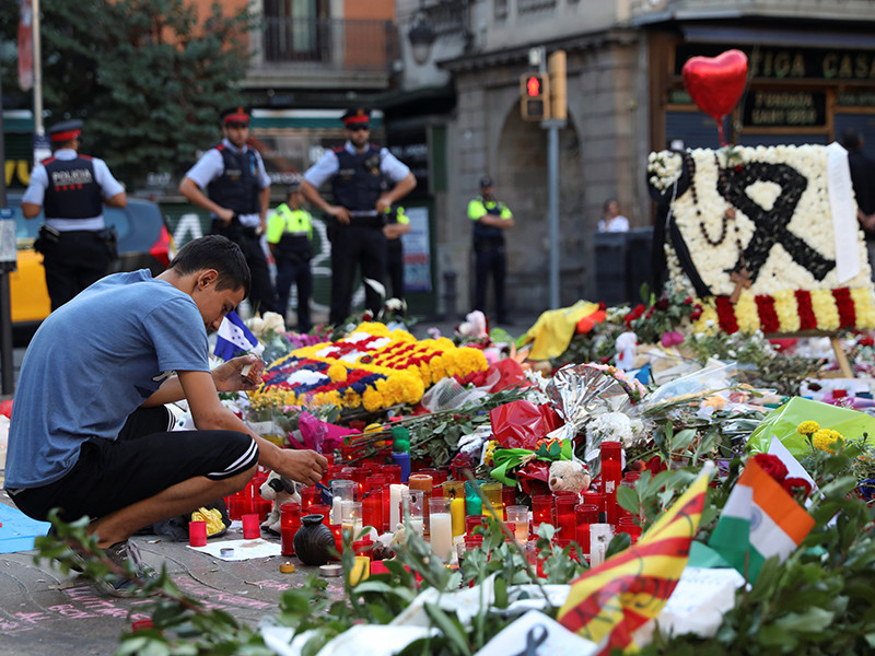 Число погибших в результате терактов в Каталонии увеличилось до 15 человек - это семь женщин и восемь мужчин