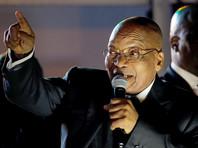 Президент ЮАР уволил замминистра после избиения женщины, назвавшей его геем