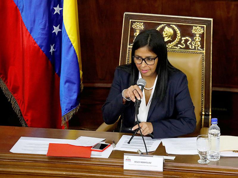Указ был принят накануне, 8 августа, единогласно, его подробности пока не сообщаются. Глава НУС Делси Родригес заявила, что с настоящего момента ни одна ветвь власти в стране не сможет никаким образом препятствовать решениям нового законодательного органа