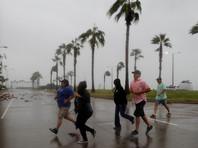 """В первые минуты над территорией США скорость ветра в сердце вихря достигала 215 км/ч - тогда """"Харви"""" был ураганом четвертой категории опасности"""