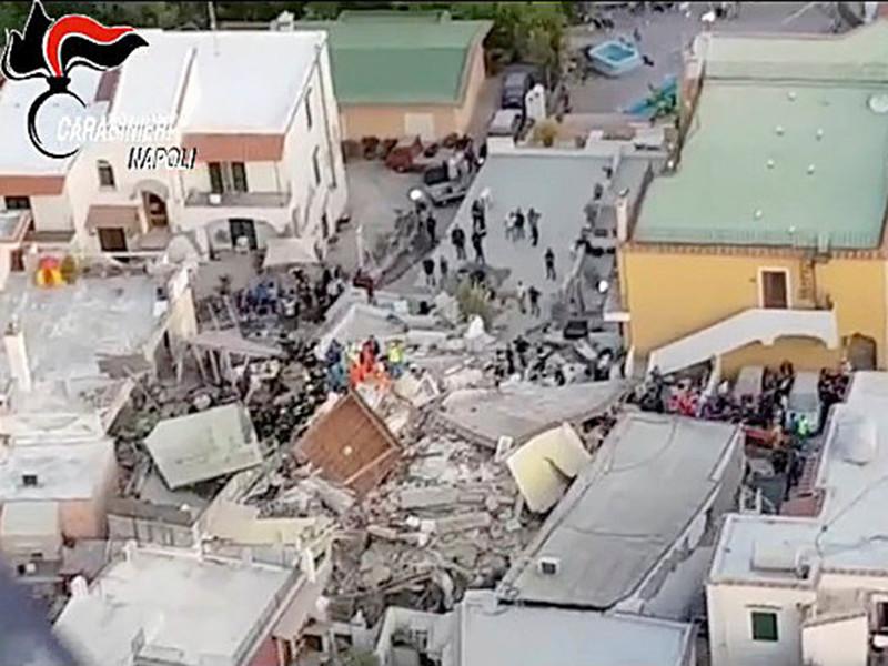 Не менее двух человек погибли и 39 пострадали во время землетрясения, которое произошло на итальянском острове Искья в ночь на 22 августа