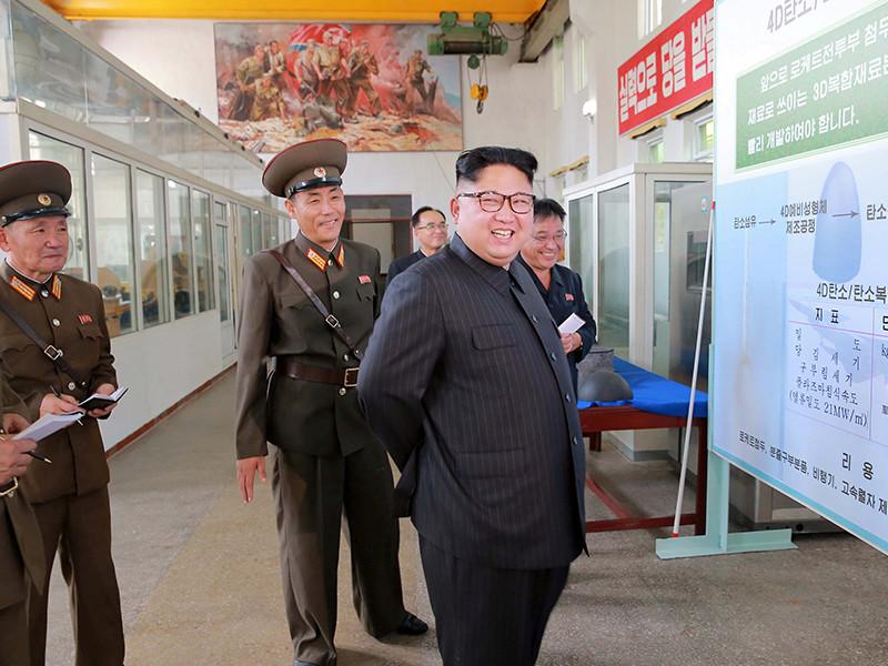 Глава КНДР Ким Чен Ын посетил Институт химических материалов при Академии оборонных наук и дал указание ученым наращивать производство ракетных двигателей и боеголовок