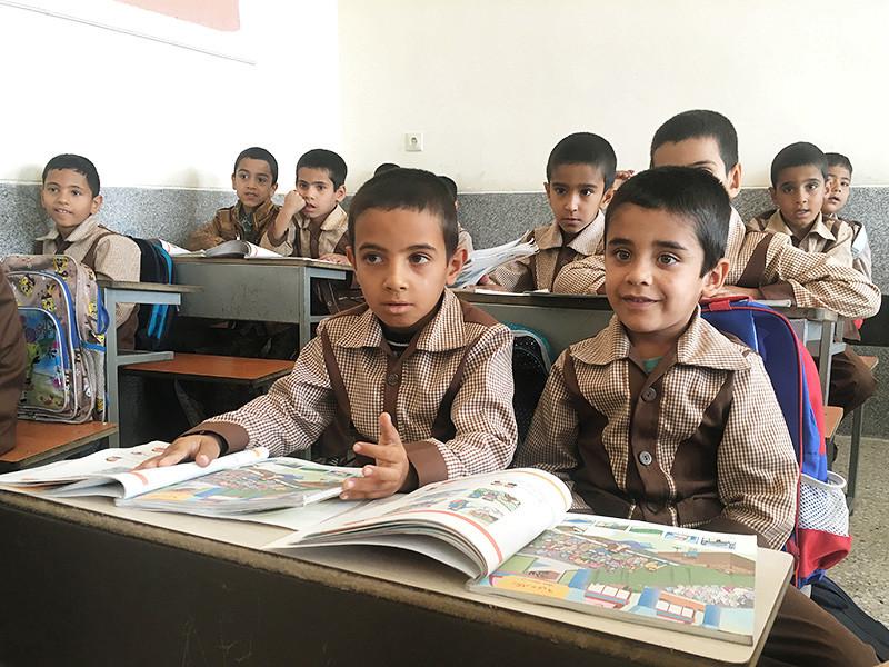 В Иране запретили людям без зубов, с прыщами и родинками на лице работать учителями