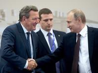 Владимир Путин и экс-канцлер ФРГ Герхард Шредер (слева), Санкт-Петербург, 17 июня 2016 года