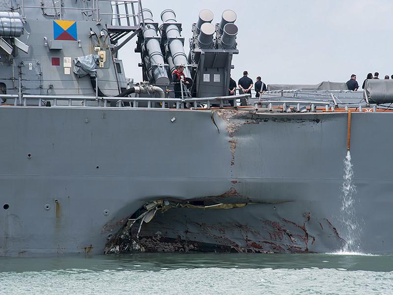 """Водолазы обнаружили останки всех десяти американских моряков c эсминца """"Джон Маккейн"""", которые числились пропавшими без вести после столкновения судна с либерийский танкер Alnic MC неподалеку от Сингапура"""