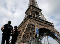 Мужчина с ножом пытался прорваться на Эйфелеву башню