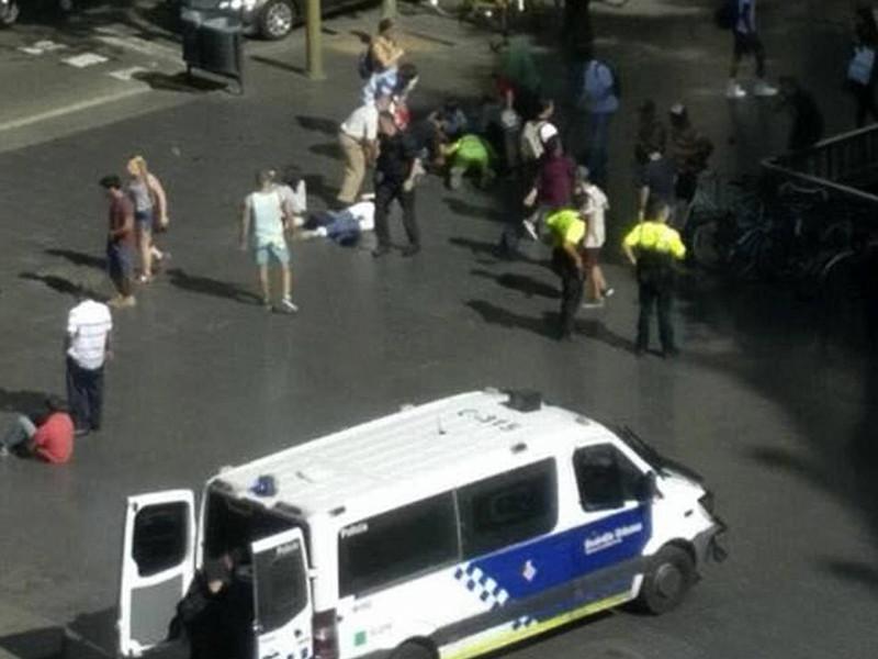Число жертв терактов в испанской Каталонии увеличилось до 16 человек