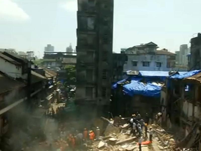 В индийском городе Мумбаи произошло ЧП - обрушилось жилое здание, расположенное в районе Донгри на юге города, есть погибшие и раненые