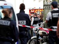 В пригороде Парижа автомобиль наехал на группу военных, есть пострадавшие