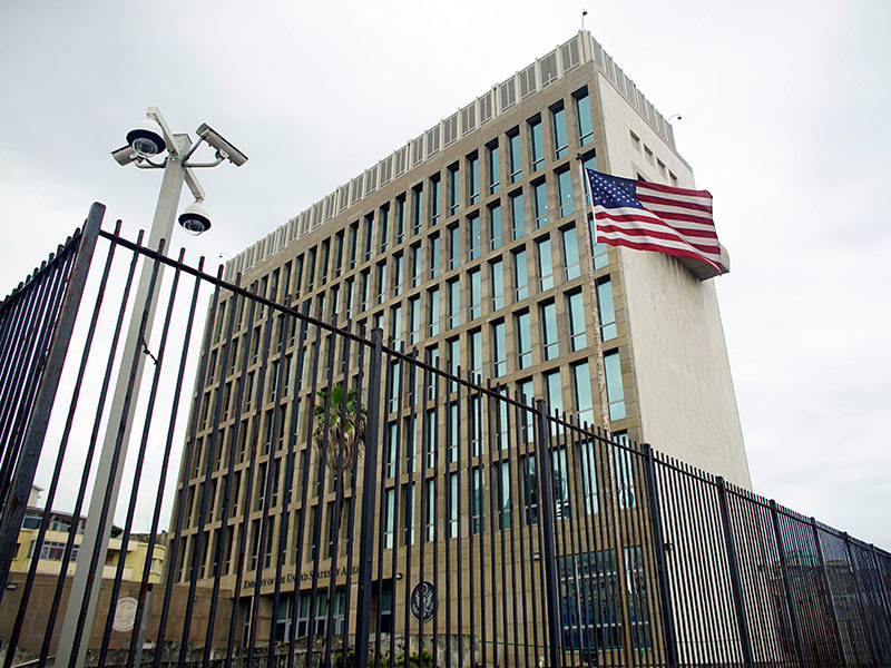 """Госдепартамент США озвучил новые данные по поводу необъяснимых """"акустических атак"""", которым, по его данным, подвергались американские дипломаты, работающие в посольстве Соединенных Штатов на Кубе"""