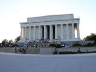 В США оштрафовали киргиза, нацарапавшего кириллицей свое имя на колонне мемориала Линкольну