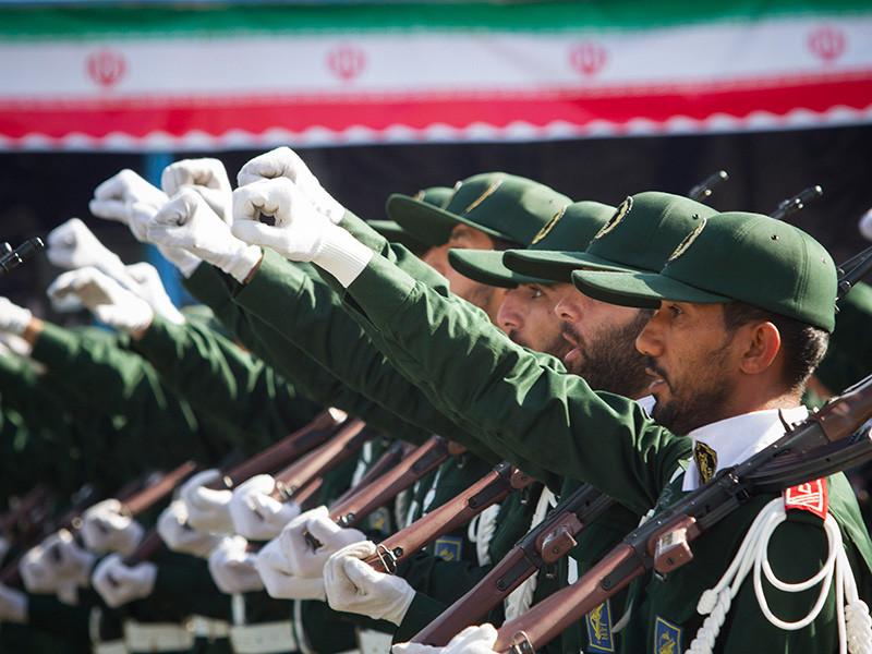 Вооруженные силы Ирана утром в пятницу провели военные парады по всей стране в честь начала так называемой Недели священной обороны