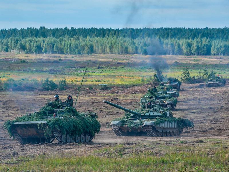 """Председатель Военного комитета НАТО считает, что маневры можно рассматривать как """"серьезную подготовку к большой войне"""", несмотря на то, что РФ утверждает обратное"""